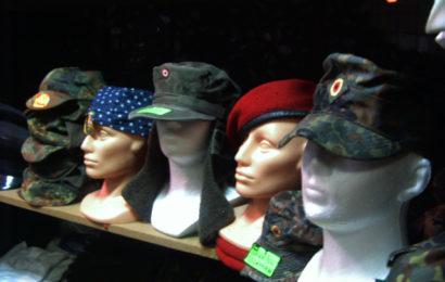 Czapki, berety, kapelusze